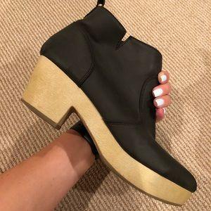 SIZE 9 Old Navy Black Heeled Clogs
